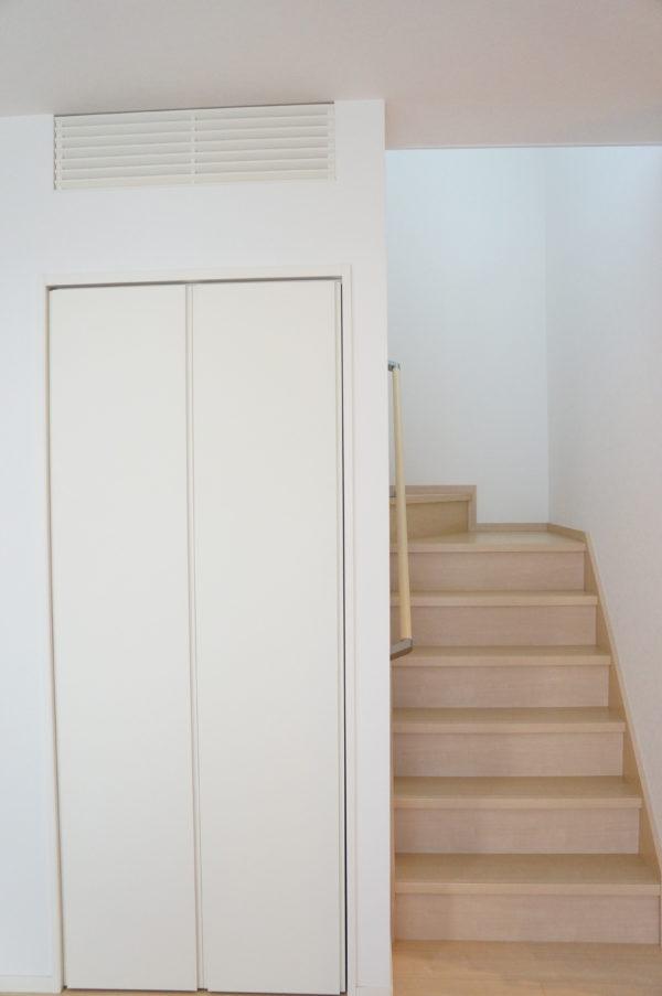 storage-under-stairs01