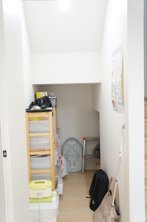 storage-under-stairs02