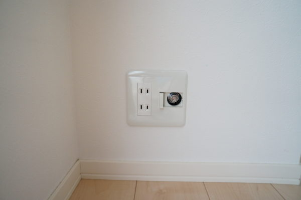 electrical-outlet_24