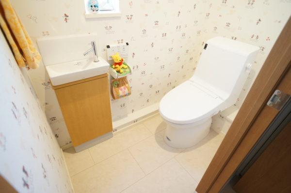 upstairs-toilet_02