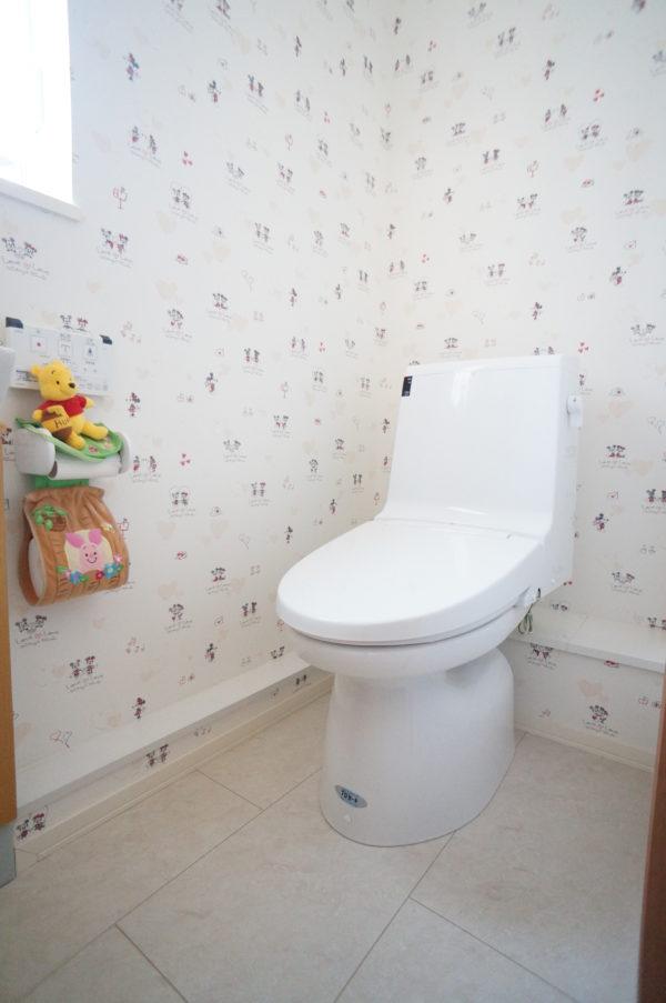 upstairs-toilet_03