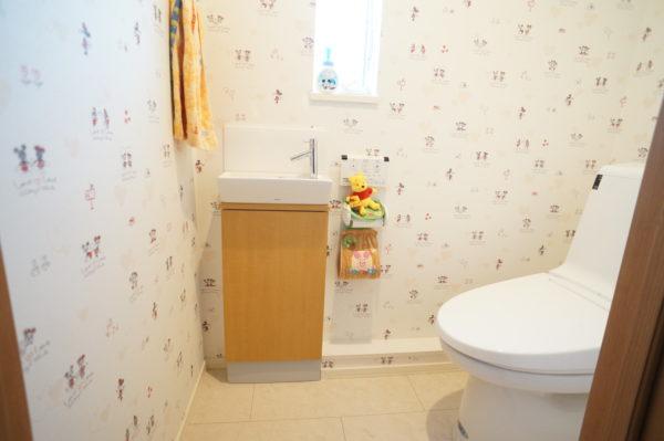 upstairs-toilet_04
