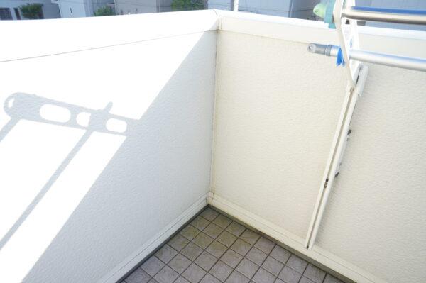 white-wall-demerit_05