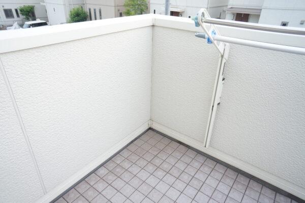 white-wall-demerit_06