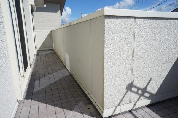 white-wall-demerit_07